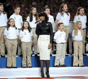 Jennifer Hudson sings America The Beautiful with Sandy Hook Choir