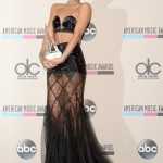 Rihanna Wins The First Ever Icon Award at The American Music Awards 2013