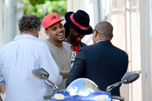 Chris Brown Collabs With Ron Bass to Create Miami Mural